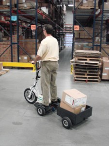 The GoPet trailer can be used to pick small orders in a warehouse.
